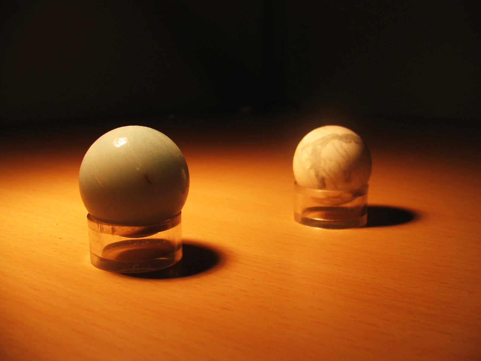 kristali med svetlobo in senco